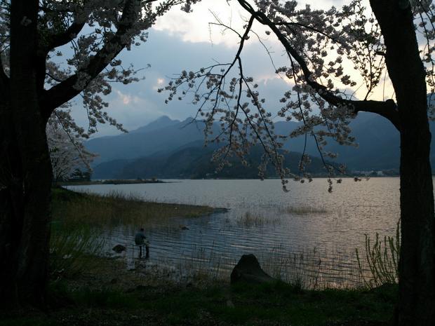 Lake Kawaguchiko is a very popular recreational fishing place.