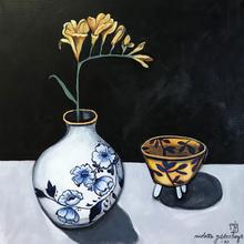 Delft pot with yellow flower