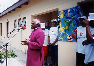 Archbishop Desmond Tutu gives his blessings to the HOKISA Home.