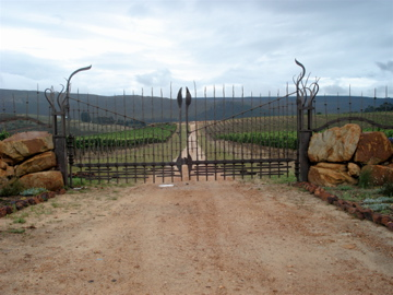 South Hill Wine Farm: Gate