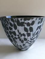 4.6  Black and white earthenware bowl glazed with lace.