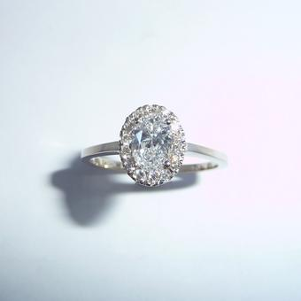 thumbnail for Oval diamond ring of sparkles