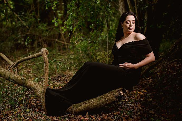 Stylish Forest Maternity Photo Shoot
