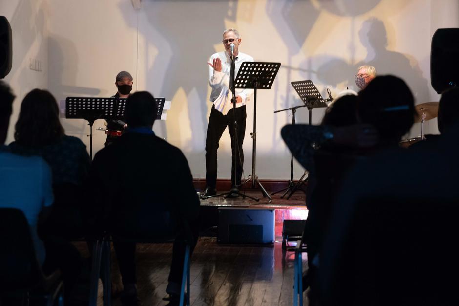 Marcel van Heerden performing 'Middelman'