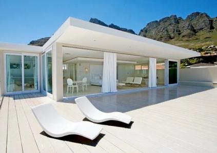 47 Camps Bay Dr penthouse by Deon Fortuin
