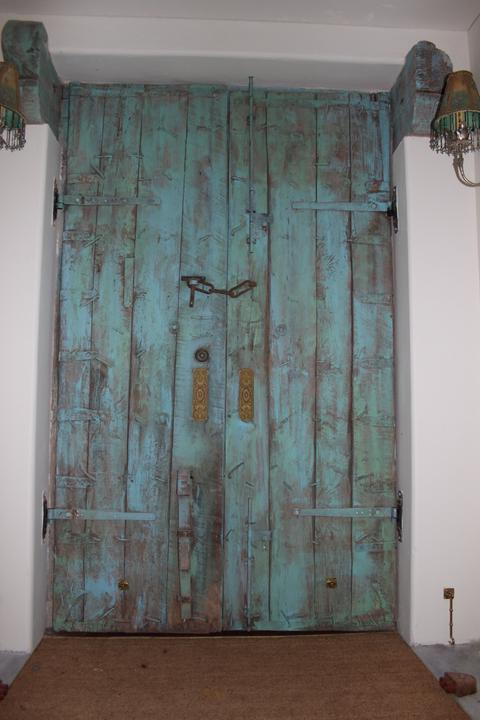 very distressed doors   paintiques