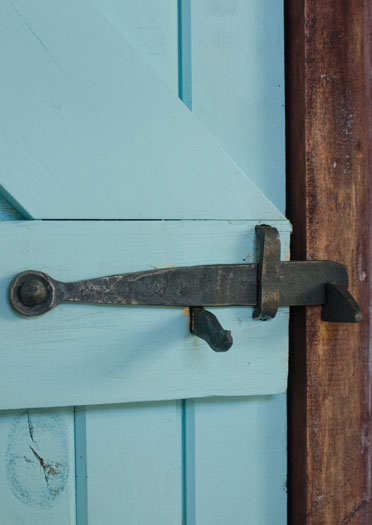 Thumblatch lever handle and latch (BACK VIEW)