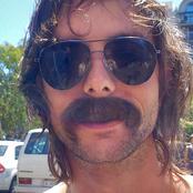 moustache_b.jpg