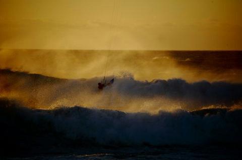 wave_kiting_sunset.jpg