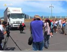 Liesl Schoonraad pulls a ten-ton truck in Cape Town
