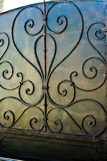 Sliding driveway gate with forged decorative detail (DETAIL)
