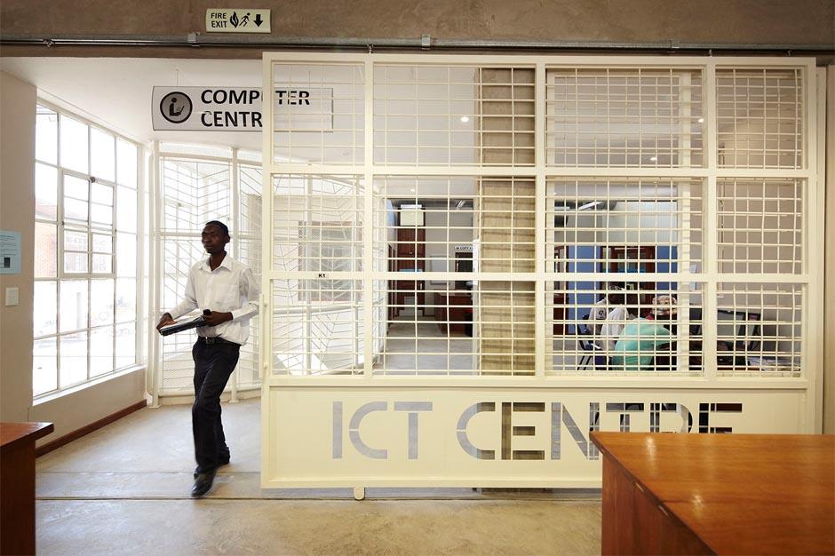 Oshakati Regional Study and Resource Centre______________©Christine Skowski
