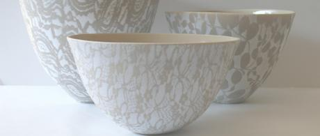 1.9  Taupe earthenware bowls with glazed lace.