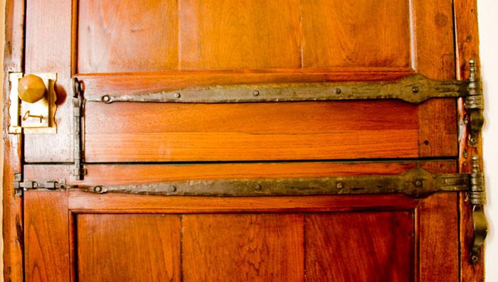 Old Cape strap hinge