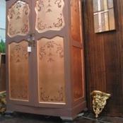 Bronze leaf cupboard