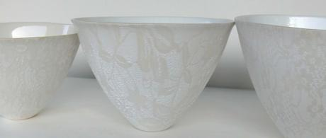 1.13  Taupe and white earthenware bowls with glazed lace.