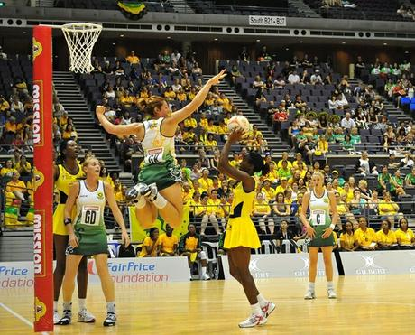 SPAR Proteas Goal Keeper Vanes-Mari Du Toit against the towering Jamaican Goal Shooter Romelda Aiken